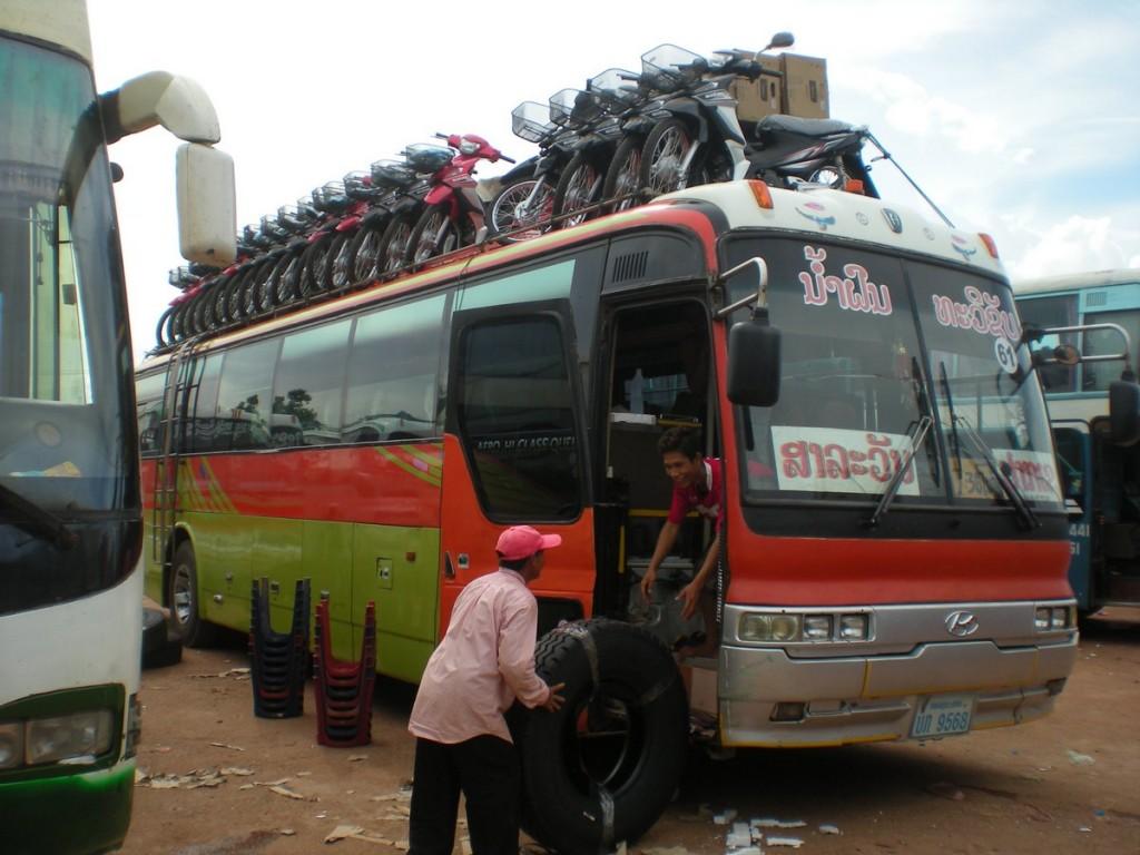 автобус в лаосе