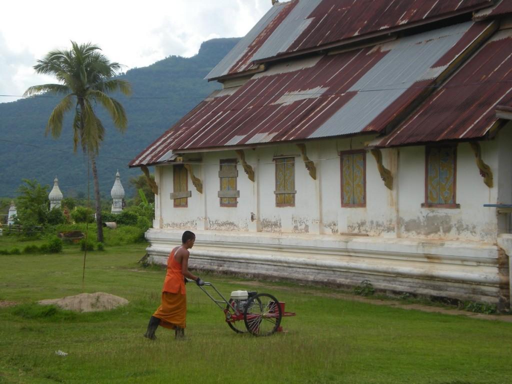 монах в лаосе