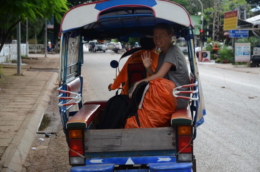 рикша в лаосе
