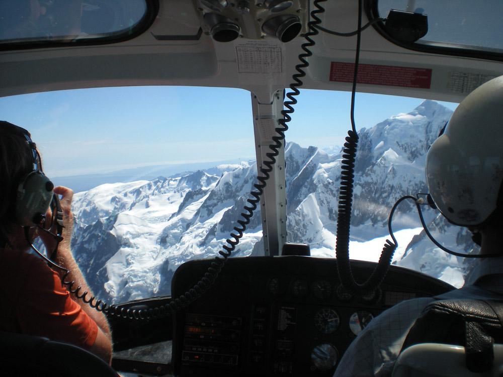 в кабине вертолета