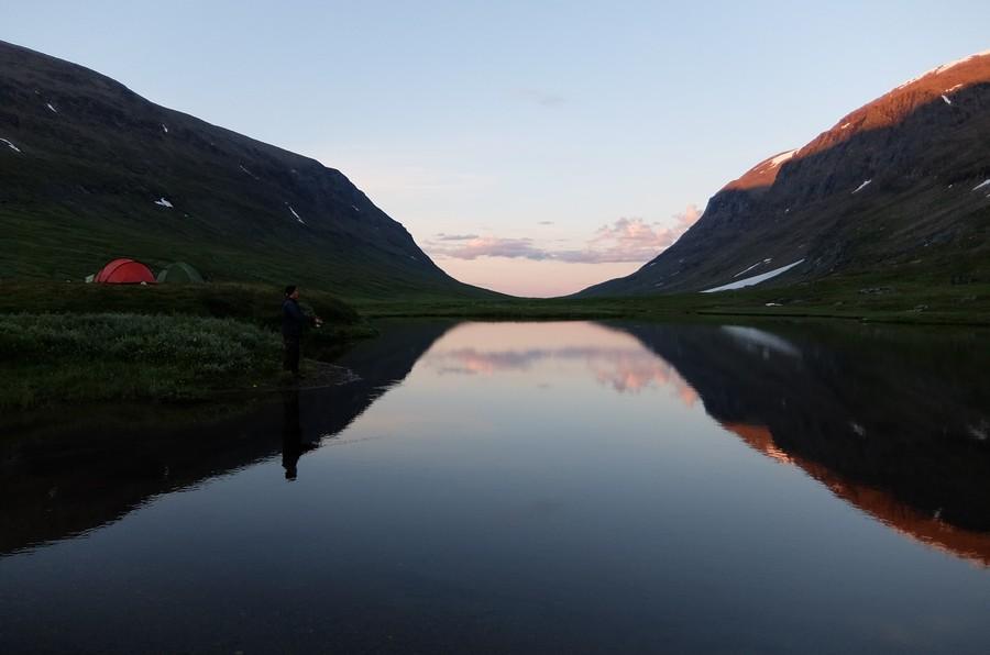 озеро полярной ночью
